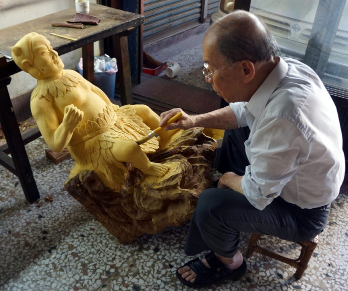 Buddhist Statuary Decoration– the delicate craft combined religion and folk art, masterpiece by the hands of Shih Chih-hui, the winner of the 2014 National Crafts Achievement Award in Taiwan.